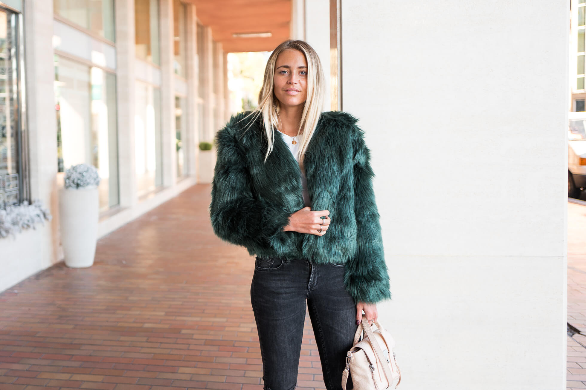 janni-deler-fluffy-greenl1200378