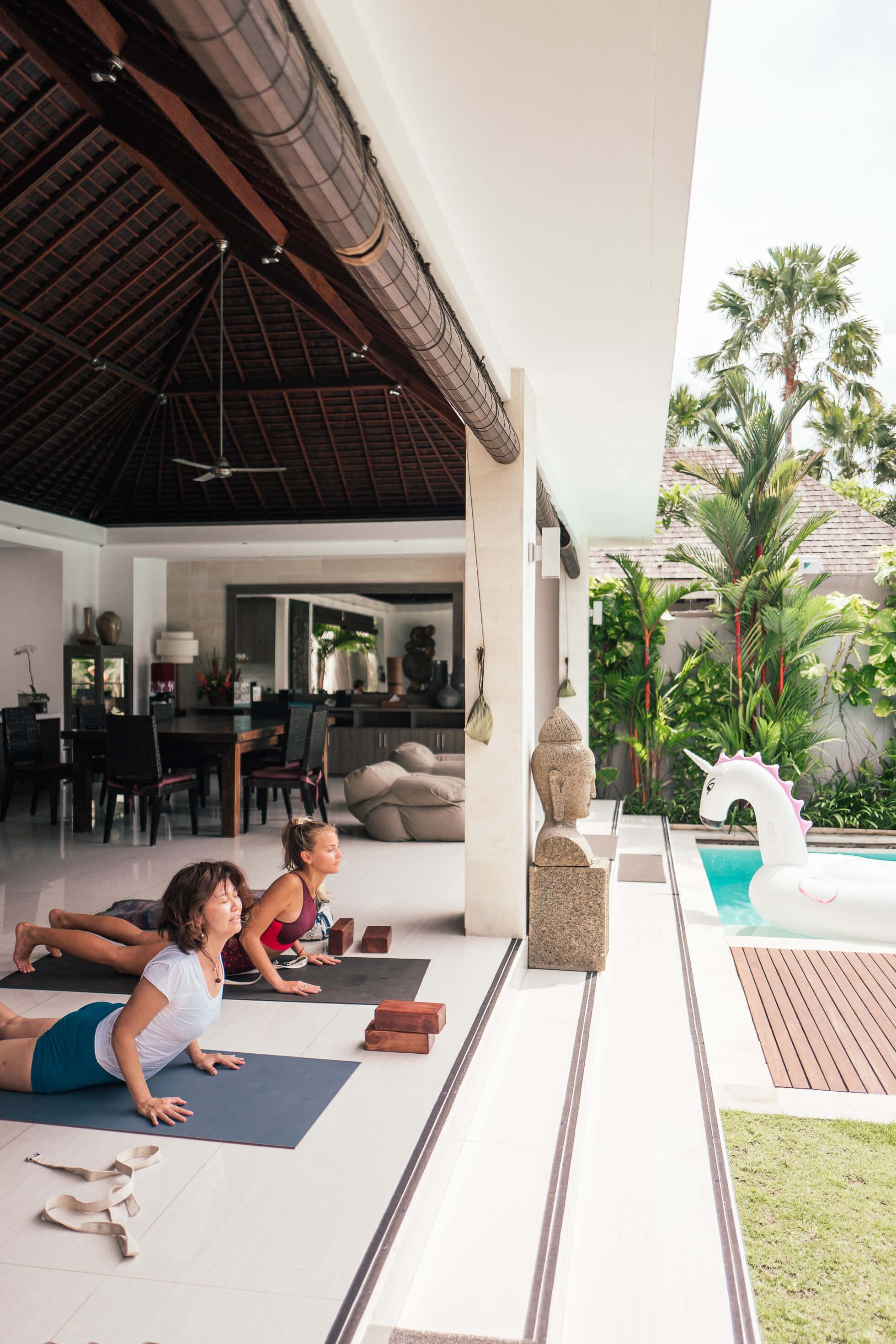 janni-deler-morning-yoga-balil1180612