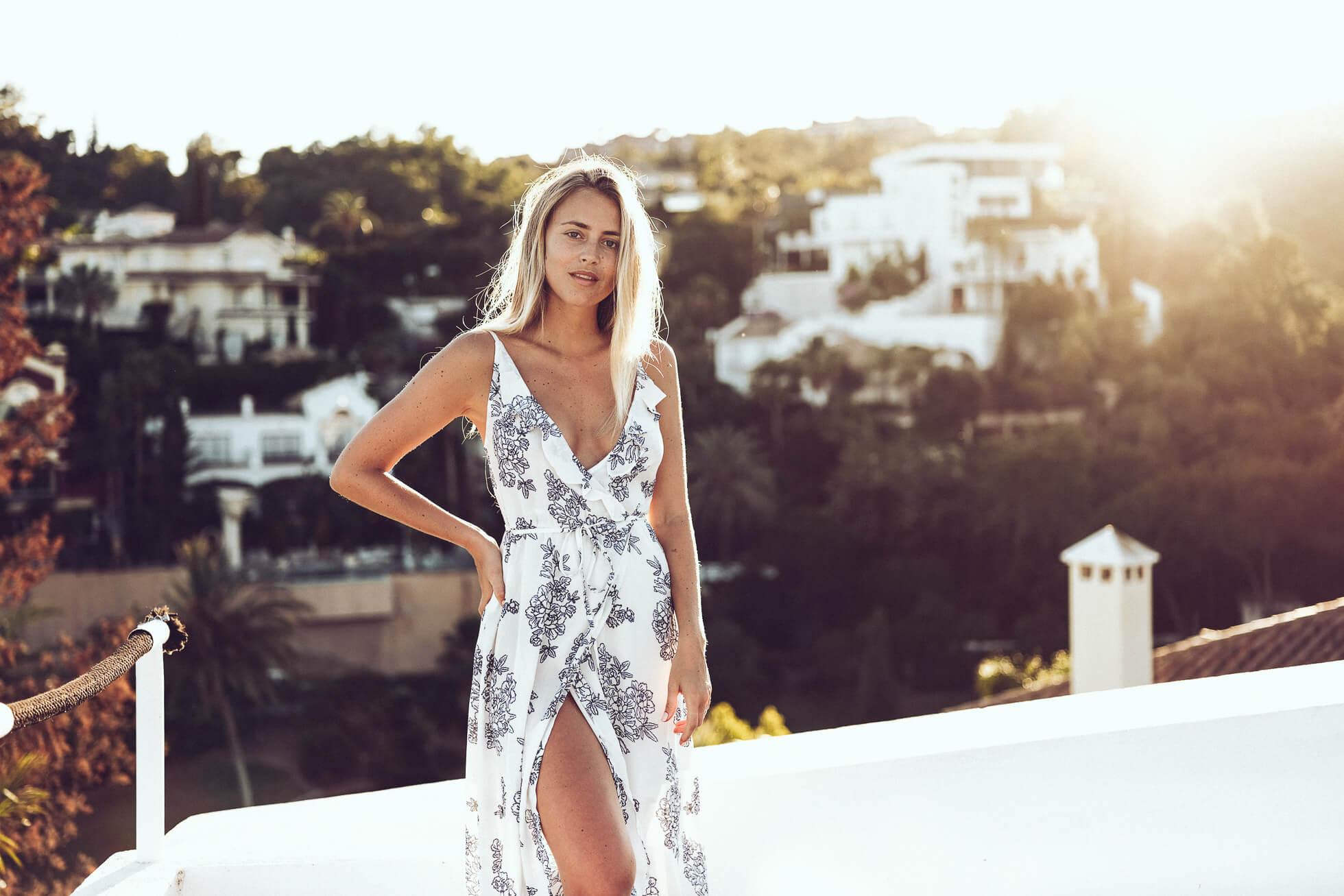 janni deler klänning